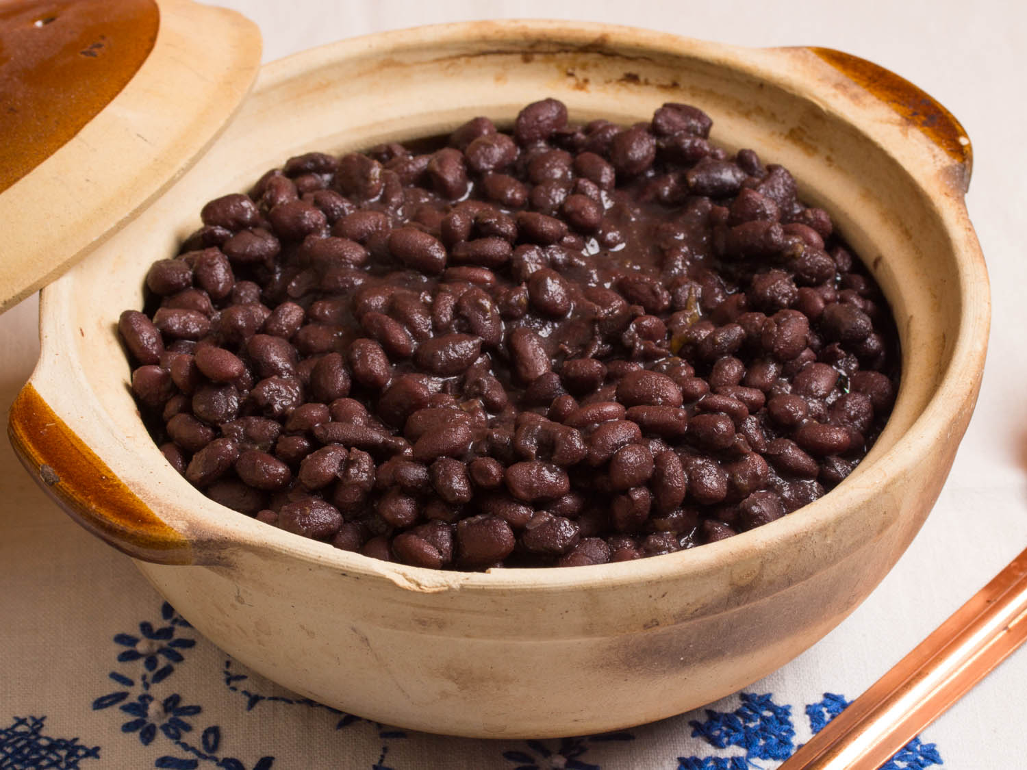 Mexican Black Beans From The Pot (Frijoles de Olla)